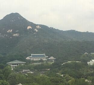 הבית הכחול - בית מושבו של נשיא דרום קוריאה השוכן בעיר הבירה סיאול