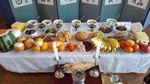 שולחן ארוחת מסורתית לכבוד ראש השנה החדשה של קוריאה