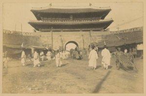 שער הכניסה לסיאול בירת דרום קוריאה בשנת 1903