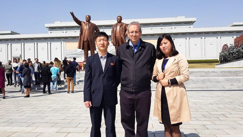 שני מדריכים על זר אחד - טיול אישי לצפון קוריאה